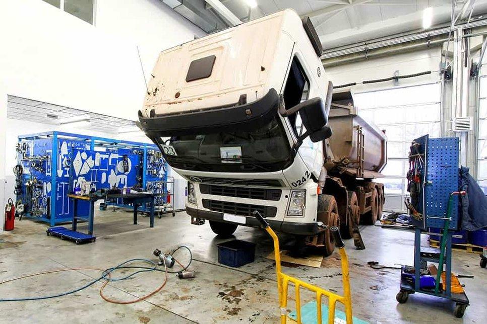 Регулярная замена масла в грузовике и спецтехнике